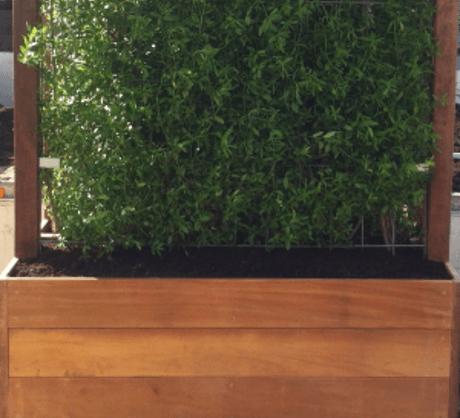 Hardhouten plantenbak