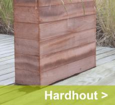 Plantenbakken van hardhout geven uw tuin een natuurlijke uitstraling